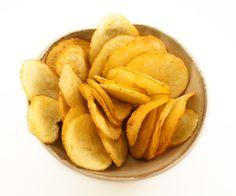 Si tu goûtes à mes chips maison, j'te gage que tu ne pourras pas en manger… Snack Recipes, Snacks, Le Chef, Veggies, Super Bowl, Bob, Chips Recipe, Snacks Ideas, Side Dishes
