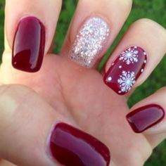 Pretty Christmas Nails for This Holiday Season Winter nails with snowflake; red and white Christmas nails; cute and unique Christmas nails; Christmas Nail Art Designs, Winter Nail Designs, Winter Nail Art, Winter Nails 2017, Christmas Design, Xmas Nails, Holiday Nails, Fun Nails, Red Christmas Nails