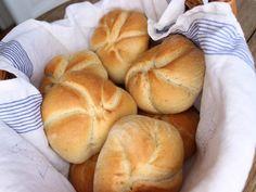 Die Wiener Kaisersemmel - Familienrezept - Wagners Kulinarium Keto Bread, Bread Rolls, Love Food, Food Porn, Tasty, Recipes, Breads, Grill, Tricks