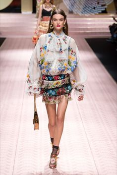 Sfilata Dolce   Gabbana Milano - Collezioni Autunno Inverno 2019-20 - Vogue e87ae6b4293