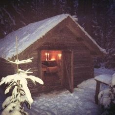 In Kolarbyn we have one small wood cabin, this is prepared for a couple from England. Cabins In The Woods, See Picture, England, Couple, Adventure, House Styles, Pictures, Home Decor, Room Decor