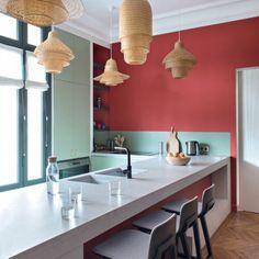 Genial Repeindre Sa Cuisine, Cuisine Rouge Et Gris, Cinq Luminaires En Canne  Tressée En Style