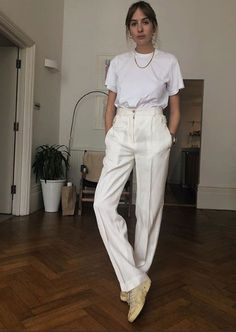 26 Fashion-Approved Ways to Wear a White T-Shirt T-Shirt Outfit Ideen: Chic Summer Outfits, Casual Chic Summer, Simple Outfits, Casual Outfits, Style Summer, White Tshirt Outfit, All White Outfit, White Outfits, T Shirt Outfits