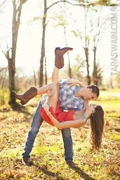 Soo cute :) love this for engagement pictures