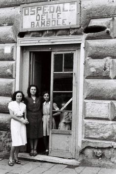 """""""Ospedale delle Bambole"""" - Botteghe storiche genovesi tanti premi e le foto del passato"""