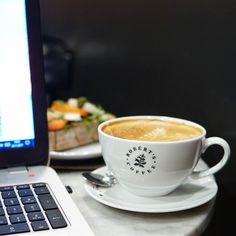 Ja takaisin työn pariinBack to work . . . #etätyö #työ #töissä #kahvila #kahvi #robertscoffee #työjahuvi #etätoimisto #nelkytplusblogit #work #office #backtowork #backtobusiness @robertscoffee #dinnertime