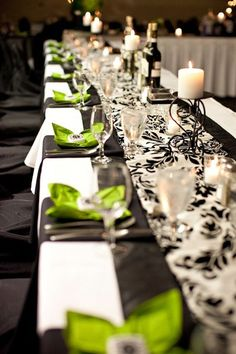 Runners!  Prints can be really difficult to work into a tablescape sometimes, but this is a great way to inject just a bit of the pattern.