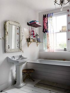 (via CREATIVE LIVING - where Scandinavian Interior Design meet International Trends: Debi Treloar's London Home)