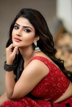 Beautiful Girl In India, Beautiful Blonde Girl, Beautiful Gorgeous, Beautiful Women, Beautiful Bollywood Actress, Most Beautiful Indian Actress, Beautiful Actresses, Cute Beauty, Beauty Full Girl