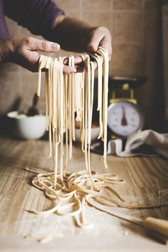 Traditional italian home made pasta recipe - Spaghetti alla chitarra. Ricette: Primi piatti - Tags: food tutorial, Pasta fresca