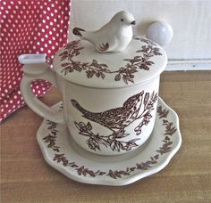 Irresistible bird cup with a fitted basket to use for loose leaf tea, and a lid to keep your hot drinks hot.