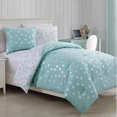 Cool and collected, the VCNY Home Dotty Metallic Comforter Set will update your bedroom's cute, cozy look. Boasting a silver polka dot print on aqua, the comforter reverses to an aqua dot on white for a contrasting look to keep you warm. Aqua Comforter, Girls Comforter Sets, Bedroom Turquoise, Aqua Bedrooms, Bedroom Sets, Girls Bedroom, Bedroom Decor, Bed Sets, Child Room