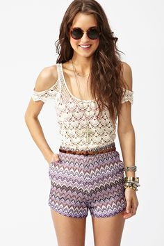 I don't think I'm hipster enough to pull off the lace and printed short combo...but it's SO CUTE