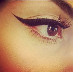 ♥ This perfect cat-eye flip is best acquired using a gel liner and applied with a angled brow brush.