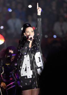 Pin for Later: Katy Perry A Mis le Feu Lors du Super Bowl (Littéralement)