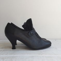 Vintage 80's London Calling Shooties / Victorian by vintspiration