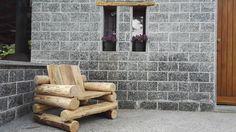 sedia realizzata in pali di castagno