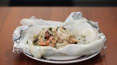 Ricetta Risotto allo scoglio al cartoccio: primo piatto di mare | Agrodolce Fresh Rolls, Camembert Cheese, Mashed Potatoes, Cabbage, Vegetables, Ethnic Recipes, Food, Whipped Potatoes, Smash Potatoes