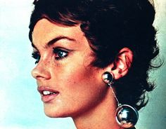 Libelle (Belgian edition) April/May 1967  Jean Shrimpton is wearing a cute short wig by Carita
