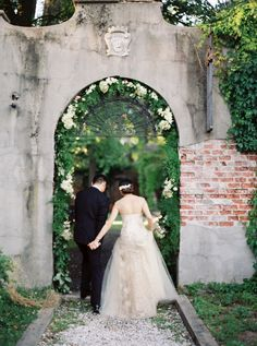 The dreamiest New York manor wedding: http://www.stylemepretty.com/2015/10/01/moody-alder-manor-fall-wedding/ | Photography: Jen Huang - http://jenhuangphoto.com
