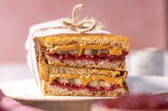Mogyivajas-banános szendvics Falafel, Granola, Sandwiches, Pie, Food, Torte, Cake, Fruit Cakes, Essen