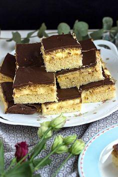 Schnapskuchen nach Omas Rezept - Sasibella Schnapps cake according to grandma's recipe - sasibella Walnut Kernels, Cake Mixture, Baking With Kids, Vegetable Drinks, Healthy Eating Tips, Mets, Food Cakes, Calories, Cake Mold