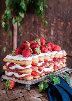 Juhannuksen makein misu - Perinneruokaa prkl Finnish Recipes, Soul Food, Tiramisu, Deserts, Dessert Recipes, Food And Drink, Strawberry, Sweets, Bread