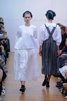 Make a Pinafore dress with woven fabric ___ Comme des Garçons Comme des Garçons Spring 2016 Ready-to-Wear Collection Photos - Vogue