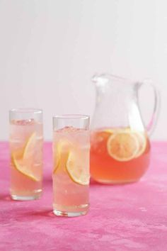 Einige Sommer-Pitcher-Cocktails sind vorbei This is the ULTIMATE rosé wine cocktail. Some summer pitcher cocktails are over … – # RoséweinCocktail Sangria, Wine Cocktails, Cocktail Drinks, Cocktail Recipes, Wine Recipes, Drink Wine, Drambuie Cocktails, Rumchata Cocktails, Rose Cocktail
