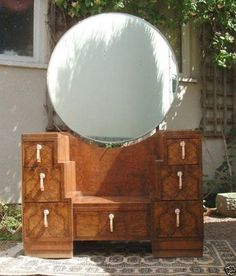 I have always loved round mirrors. Maybe it is the art deco glamour they seem to exude, or maybe it is simply the way the round sh. Mod Furniture, Art Nouveau Furniture, Unique Furniture, Refurbished Furniture, Art Deco Decor, Art Deco Home, Art Deco Vanity, Vanity Fair, Muebles Art Deco