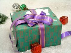 Party+Games+for+Adults+at+a+Christmas+Gift+Exchange+