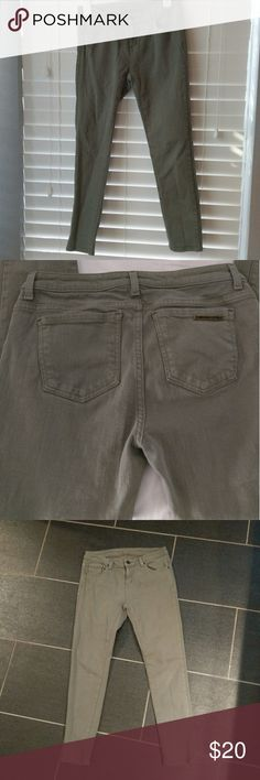 """Michael Kors olive ankle crop skinny jean Size 2 Hint of stretch and perfect neutral olive color. Gold logo bar on back pocket. 26"""" Inseam (I'm 5'4"""" and they hit me perfectly). GUC with slightly signs of wear. No trades. Michael Kors Jeans Ankle & Cropped"""