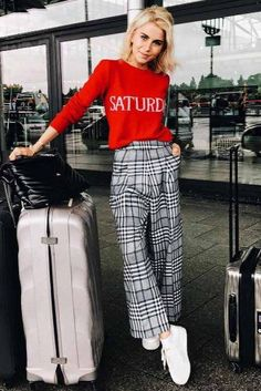 39 Airplane Outfits Ideas: How To Travel In Style Casual Travel Outfit, Travel Attire, Casual Outfits, Zoo Outfit, Flight Outfit, Airplane Outfits, Dress Code Casual, Spring Work Outfits, Poses