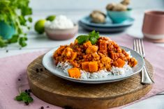Oppskrifter - Mills AS Frisk, Meatless Monday, Sweet Potato, Nom Nom, Vegetarian Recipes, Curry, Food And Drink, Health Fitness, Potatoes
