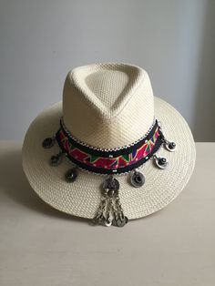 WeLovePaul su Etsy – gabri tropea – Join in the world of pin Painted Hats, Cowgirl Hats, Diy Hat, Hat Shop, Summer Hats, Hats For Men, Caps Hats, Women Accessories, Vintage Outfits
