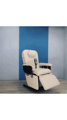 Portable compact sturdy Eyelash Chair by Belava is electrically operated, turning chair into confortable facial bad. Barber Accessories, Facial Room, Spa Chair, Beauty Salon Decor, Home Salon, Threading Eyebrows, Treatment Rooms, Office Setup, Facial Massage