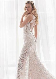 f3950e1b4391 8 fantastiche immagini su Guaina abiti da sposa