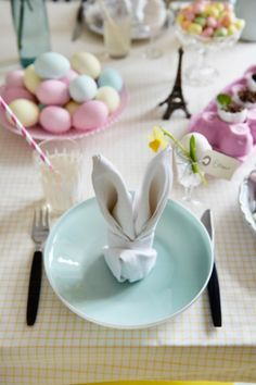 Perfect for Easter! Hoppy Easter, Easter Bunny, Easter Eggs, Easter Table Settings, Easter Table Decorations, Bunny Napkin Fold, Pretty Pastel, Diy And Crafts, Easter Stuff