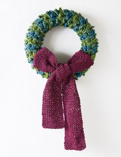 Yarnspirations.com - Patons Layered Leaves Wreath - Patterns | Yarnspirations