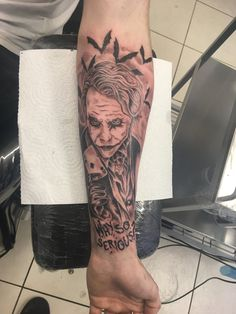 Finally got a tattoo dedicated to the late Heath Ledger Joker, super in-love with it! Half Sleeve Tattoos Forearm, Forarm Tattoos, Heath Ledger Tattoo, Get A Tattoo, Tattoo Art, Clown Tattoo, Heath Ledger Joker, Hand Tattoos For Women, Tattoo Designs