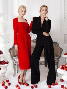 Платье красное— цена по запросу, Костюм «Мерил» черный— 29990 рублей