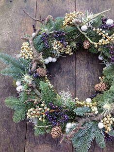 Ideas door wreaths christmas diy seasons for 2019 Christmas Door Wreaths, Christmas Flowers, Noel Christmas, Holiday Wreaths, Rustic Christmas, Christmas Crafts, Holiday Decor, Natural Christmas, Art Floral Noel