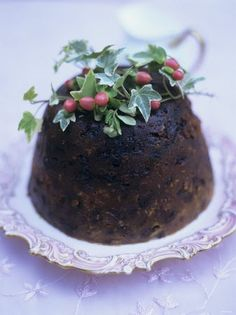 The British Christmas Pudding is a very rich traditional dessert, served as part of Christmas Day dinner. Of course, many people just can't. Traditional Christmas Pudding Recipe, English Christmas Pudding, English Pudding, Christmas Sweets, Christmas Goodies, Christmas Baking, Christmas Dinners, Christmas Kitchen, Christmas Recipes