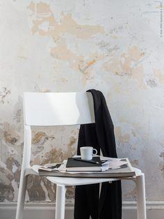 JANINGE stol  i vitt, STOCKHOLM espressokopp. Gästbloggare: Maria Riazzoli.