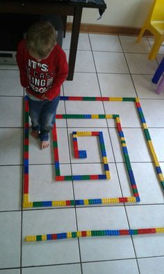 Maze walking. .. left turns Physical Activities For Toddlers, Movement Activities, Gross Motor Activities, Preschool Learning Activities, Indoor Activities For Kids, Craft Activities For Kids, Games For Kids, Teaching Kids, Crafts For Kids