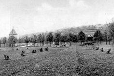 A volt katonai főreáliskola sporttere (gyakorlótér) 1929-ben , betelepítése idején. Balra a háttérben az uszoda látható.