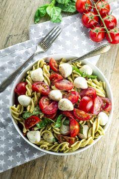 Pasta Recipes, Salad Recipes, Cooking Recipes, Healthy Recipes, Dinner Recipes, Easy Summer Meals, Summer Recipes, Caprese Pasta Salad, Food Salad
