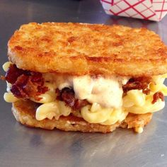 This breakfast sandwich has hash browns on the outside, bacon mac inside - Coma-Inducing Breakfast Sandwich: hash brown buns, bacon, homemade Pam Pam's Bam Bam Bangin Butte - Food Trucks, Food Truck Menu, Hash Browns, Cheese Recipes, Cooking Recipes, Grub Recipes, Grilling Recipes, Yummy Recipes, Cheese Day
