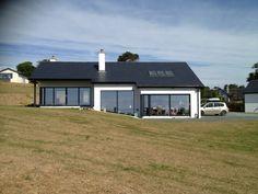 56 Exterior Design Ideas of Rural Houses for Spring - decortip Modern Bungalow Exterior, Modern Bungalow House, Rural House, Bungalow House Plans, Dream House Exterior, Small House Plans, Bungalow Designs, Bungalow Ideas, Farm House