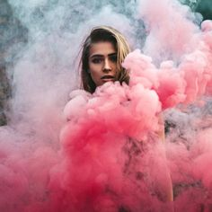 Smoke Bomb Photography, Girl Photography Poses, Creative Photography, Amazing Photography, Rauch Fotografie, Poses For Photos, Creative Photos, Smoke Bombs, Pictures